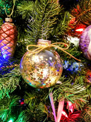 DIY Easy Glitter Ornaments