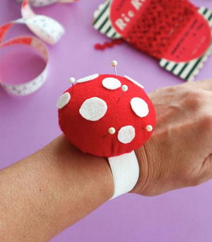 Toadstool Wrist Pincushion Tutorial