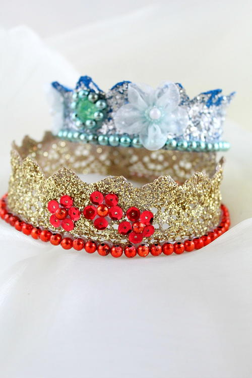Glittery lace crown