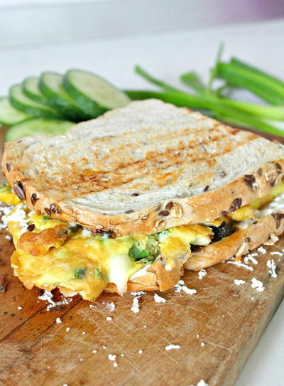3 Cheeses Omelette sandwich
