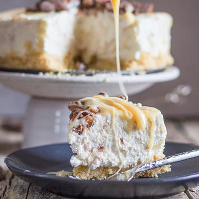 Skor No Bake Cheesecake with Caramel Drizzle