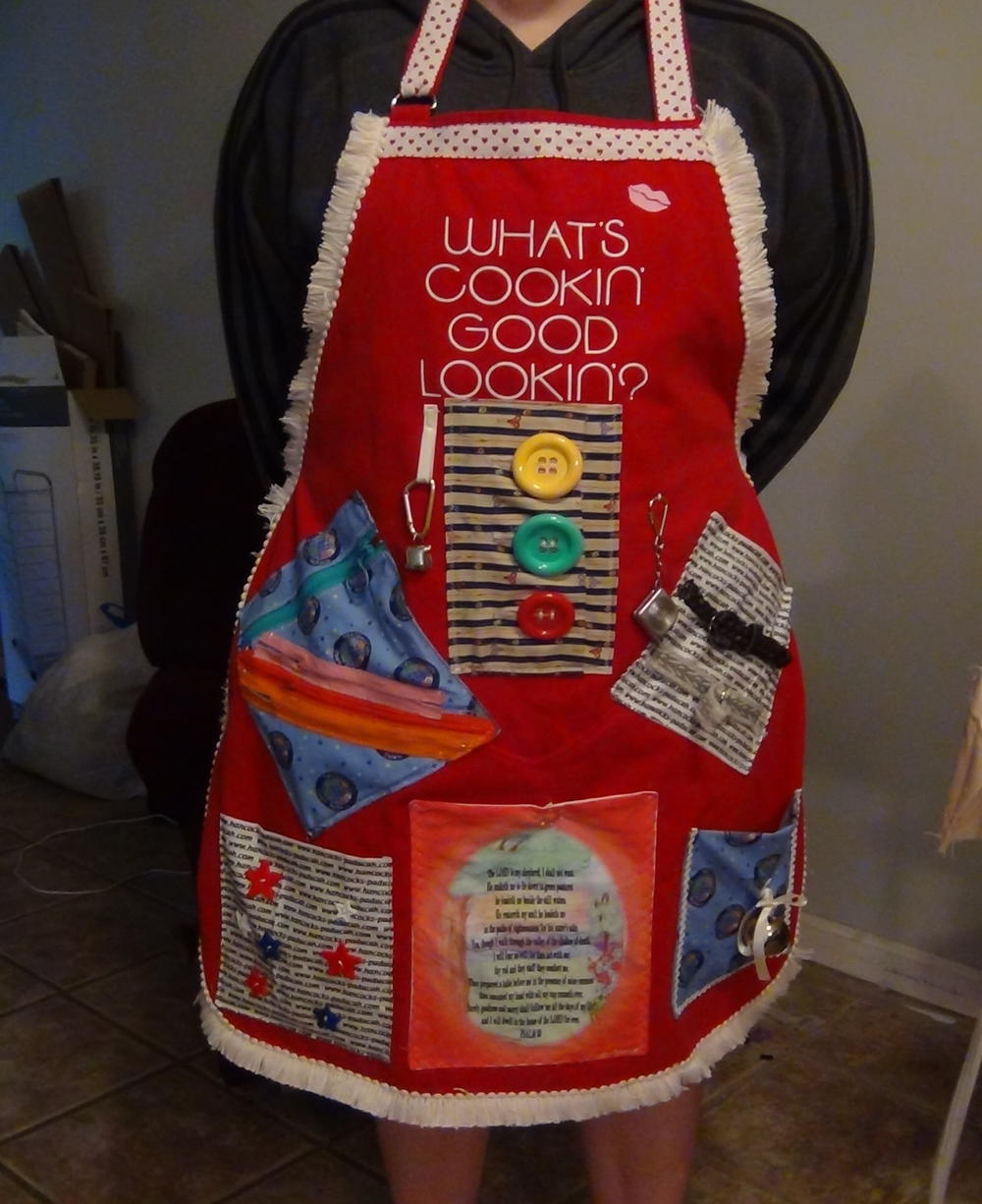 DIY Fidget Apron for Alzheimer