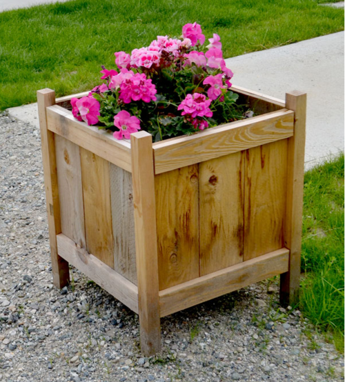 budget friendly diy planter boxes diyideacenter com rh diyideacenter com homemade planter box designs making planter boxes from wood