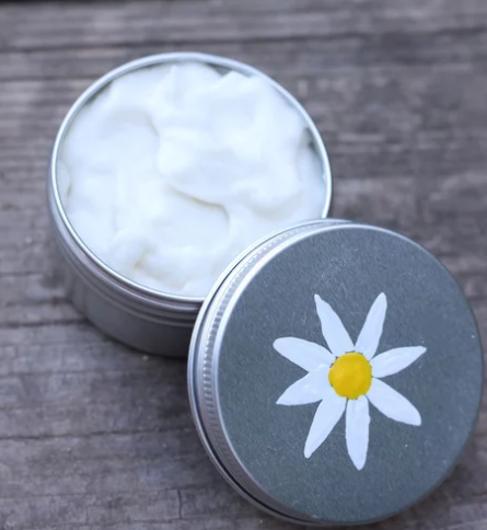 Homemade Moisturizing Cream with Essential Oils