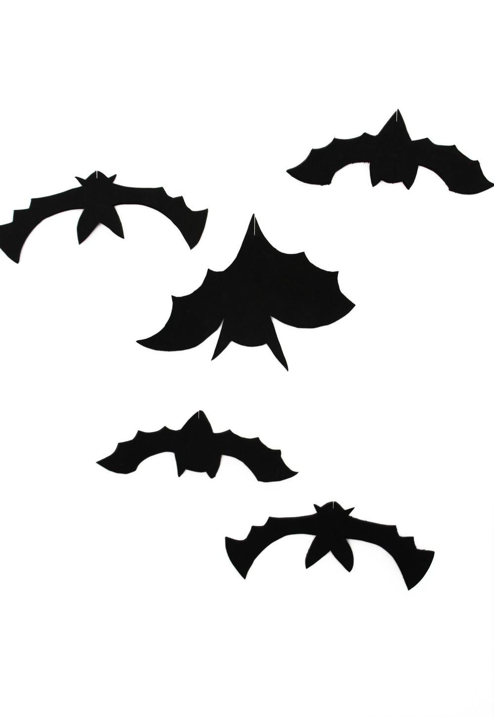 hanging bats halloween decorations | allfreeholidaycrafts