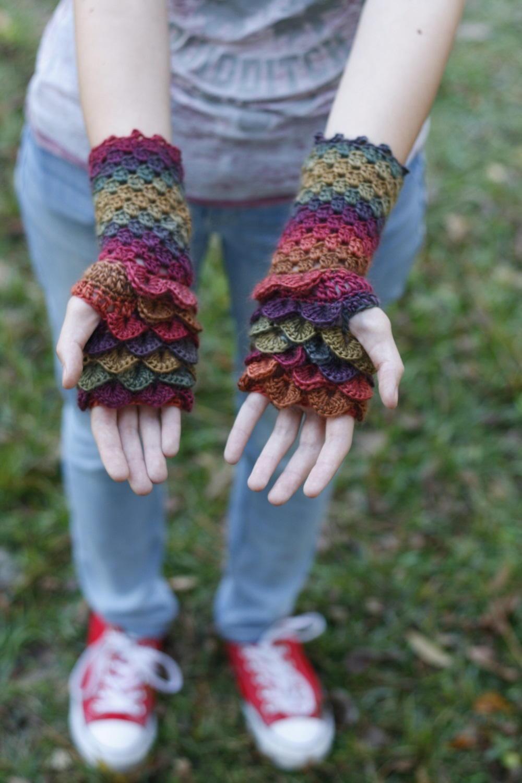 Dragon Scale Fingerless Gloves Allfreecrochet